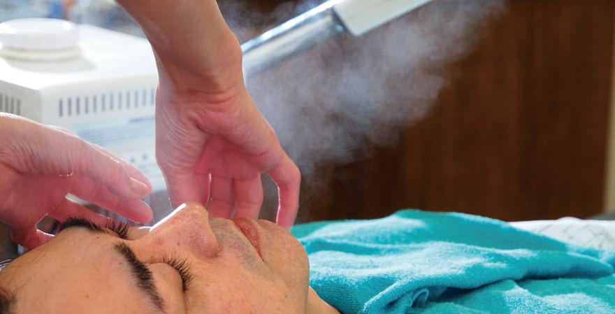 お顔のリフトアップ効果・保湿効果を狙った、お顔のマッサージメニューもご用意致しております。